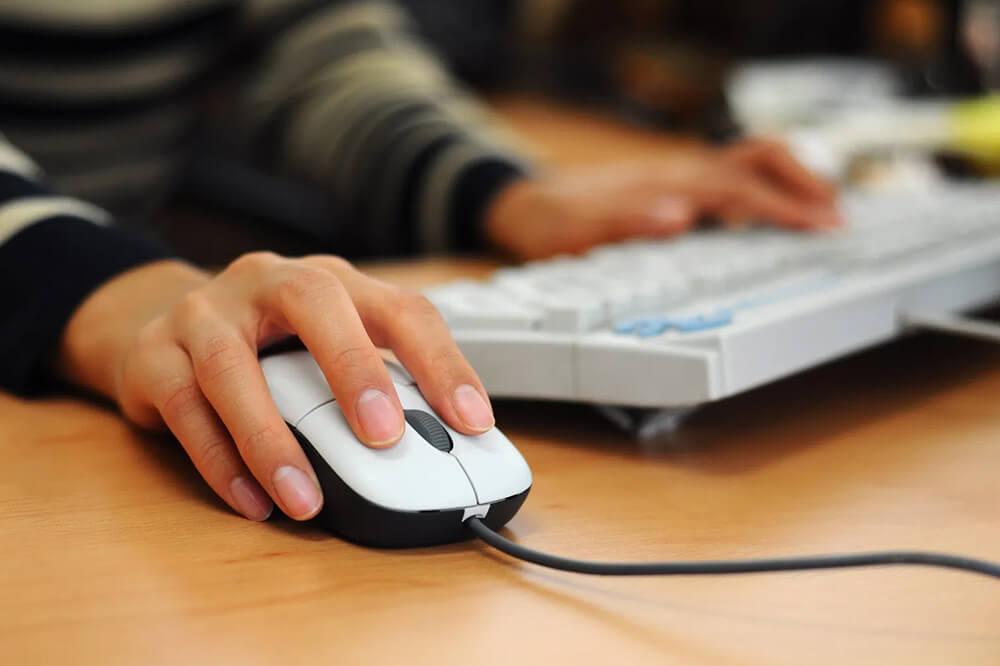 Как научиться работать на компьютере: советы для начинающих пользователей. Компьютер - это устройство, которое есть почти в каждом доме и офисе